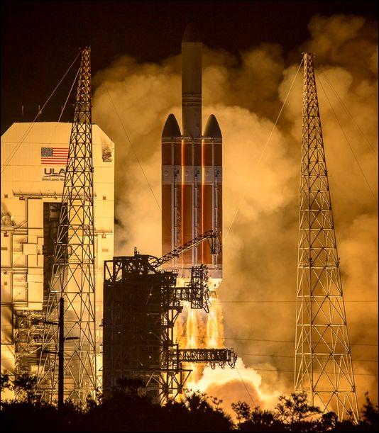 Delta IV Heavy rocket launches NASA's Parker Solar Probe to study the sun