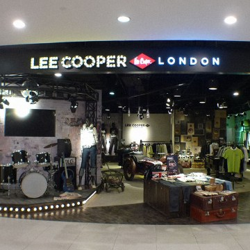 Lee Cooper Retail Store in China :: 2010/05 Hangzhou Xihu Intime shop-in-shop
