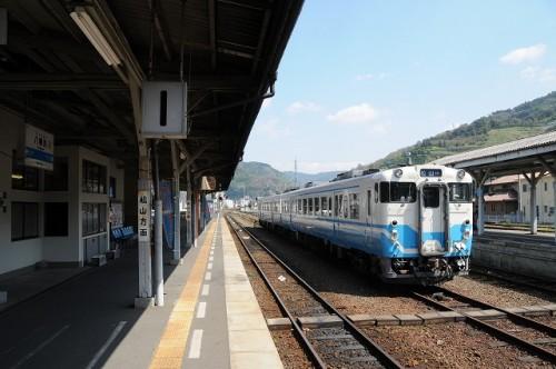 予讃線の主力は、キハ47   キハ47-191+キハ47-177 八幡浜駅にて