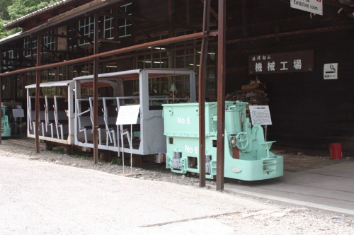2Ton蓄電池機関車No.6と人車