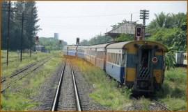 29_ウボンラーチャターニからの列車発車