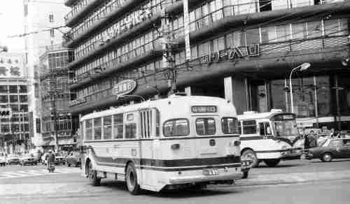51-1-30電気バス3