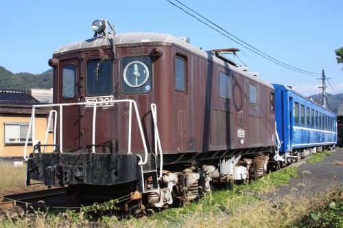隼駅に保存されている北陸鉄道ED301とオロ126