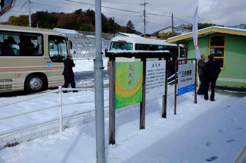 三井野原駅 スキー場は今も健在。この日は今年初の積雪