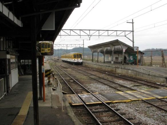 鏡に写った近江電車