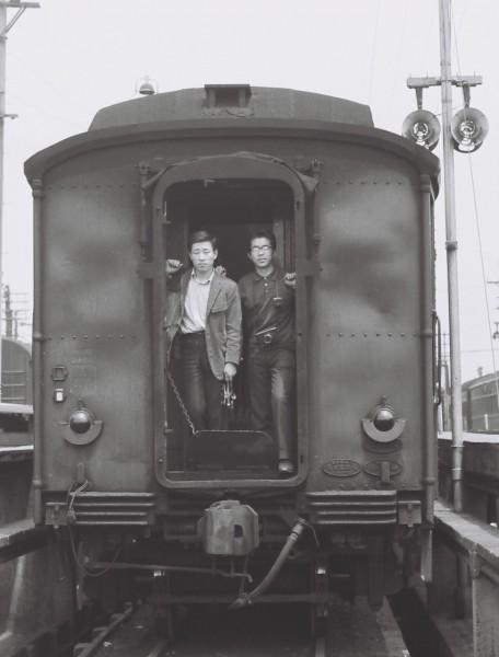 松村聡明君(左)昭和40年5月23日 和歌山線五條客貨車区