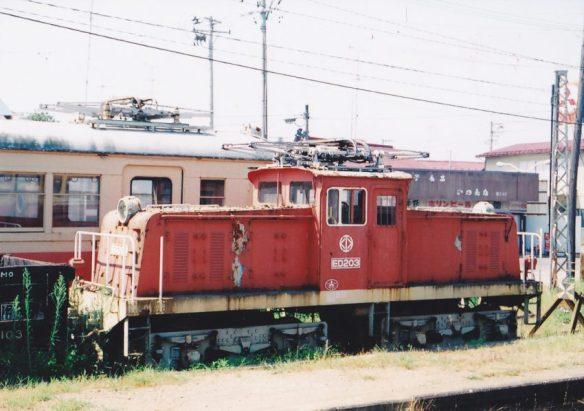 電化当時は重連で鉱石輸送に活躍したが、仕事がなくなった後も1両が残存