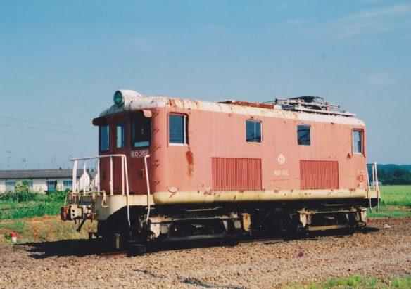 古い電関は捨てられ、日光軌道の廃線に伴う余剰車と交代した新ED351