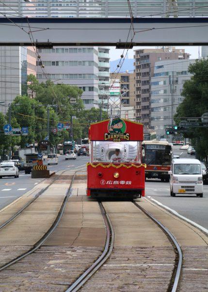 11:00胡町電停にて 西広島行きがやってきた