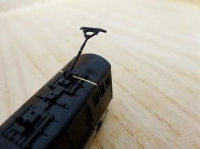 車体側の取付部に真鍮棒を差し込んで取り付け