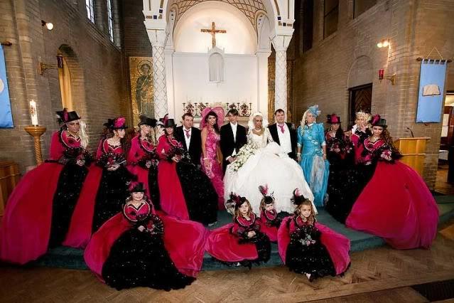 Outrageous Wedding Dresses ( Photos ).
