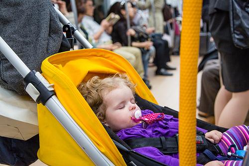 Soneca no metrô em Tóquio