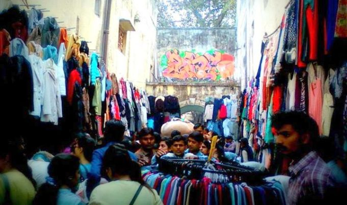 Delhi Travel Tips: Sarojini Market in Delhi - ALWAYS Negotiate for a better price here