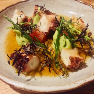 Poulpe en salade tiède, avocat et sauce orientale