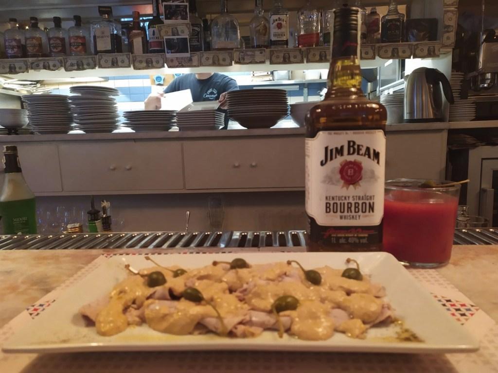 drink CAPPERI E PIPA di Francesco Pinto, responsabile sala e bar del Caramella, Cucina - pizza & bere bene di Roma con piatto 1