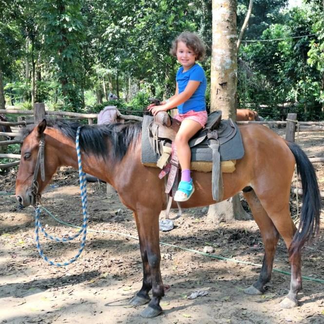 Horseback-riding-in-Rancho-Baiguate