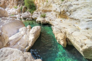Esplorare un wadi in Oman