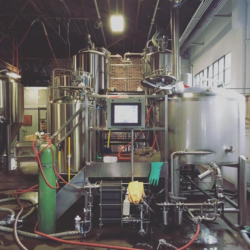 2017年10月、川村氏が現地でコラボレーションビールを造った、オレゴン州ポートランドのカルミネーションブルーイング。