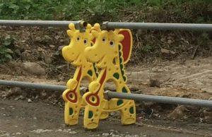 giraffe road sign