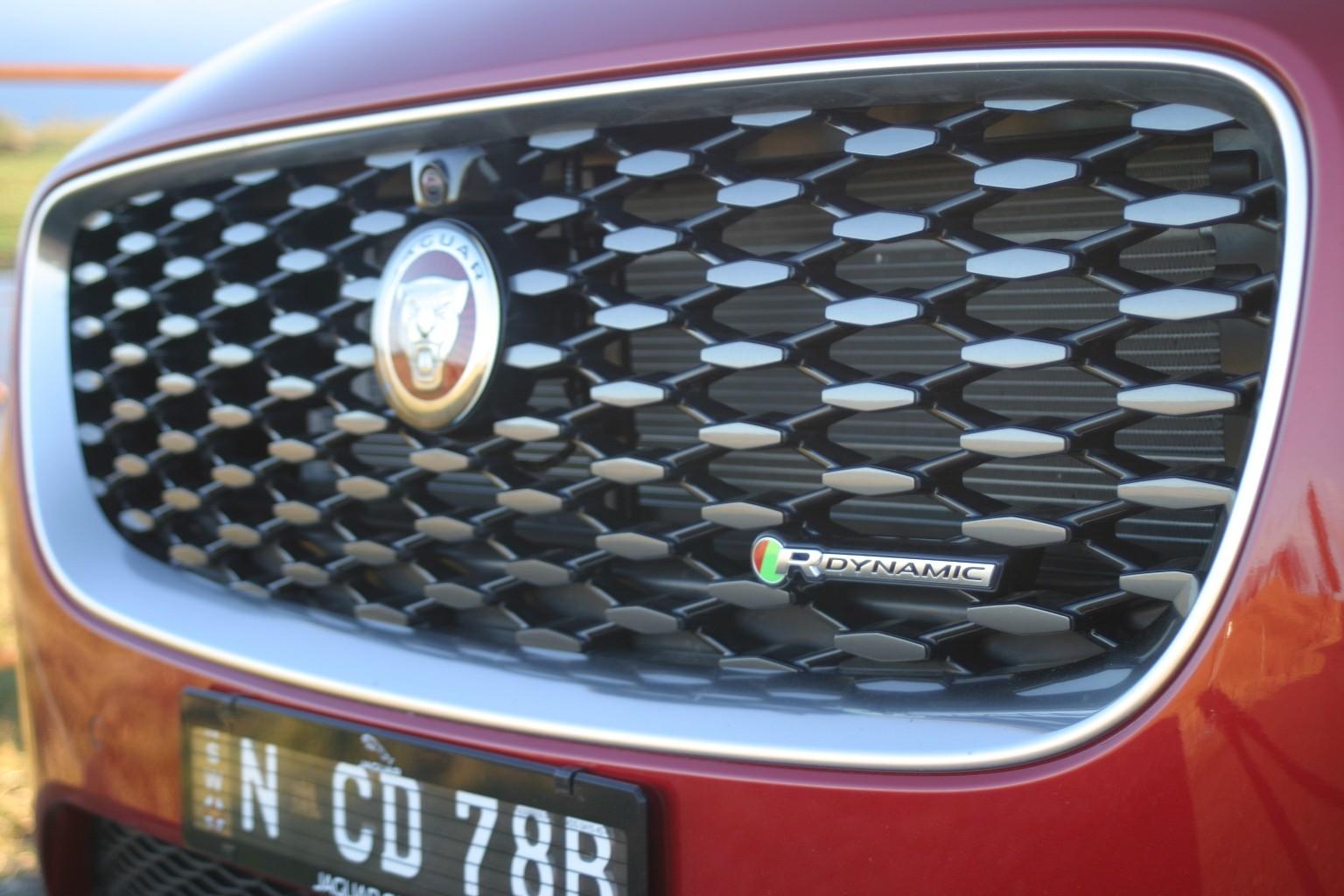 Jaguar E-PACE R-Dynamic S P250 front grille