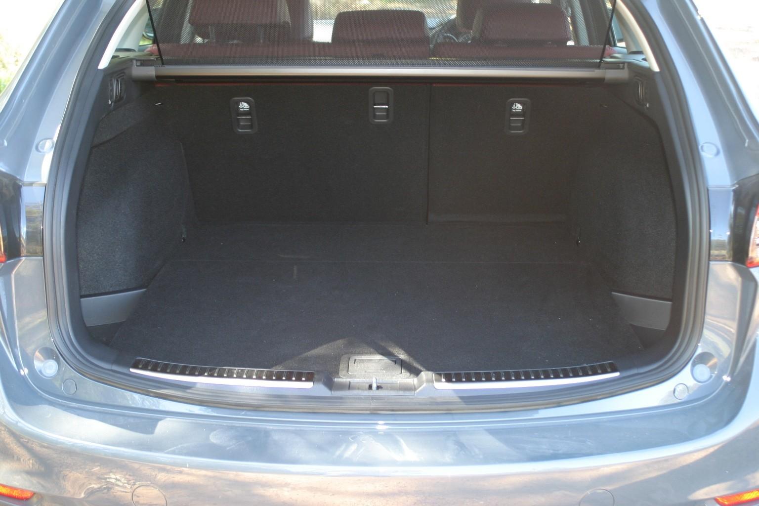 Mazdag6 wagon boot