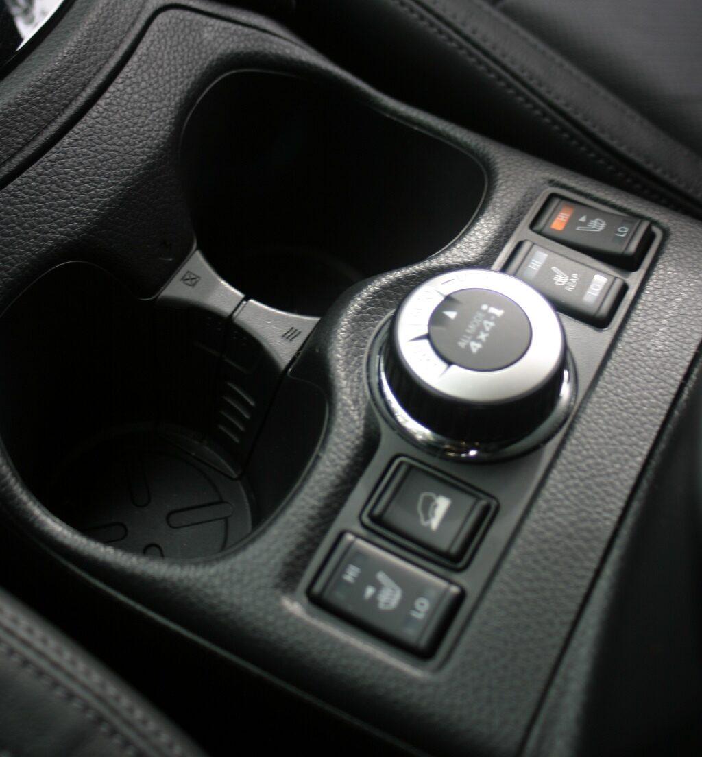Nissan X-Trail Ti centre console