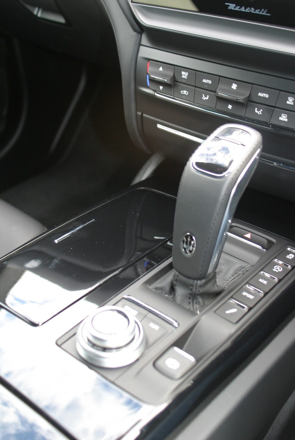 Maserati Ghibli Hybrid centre console