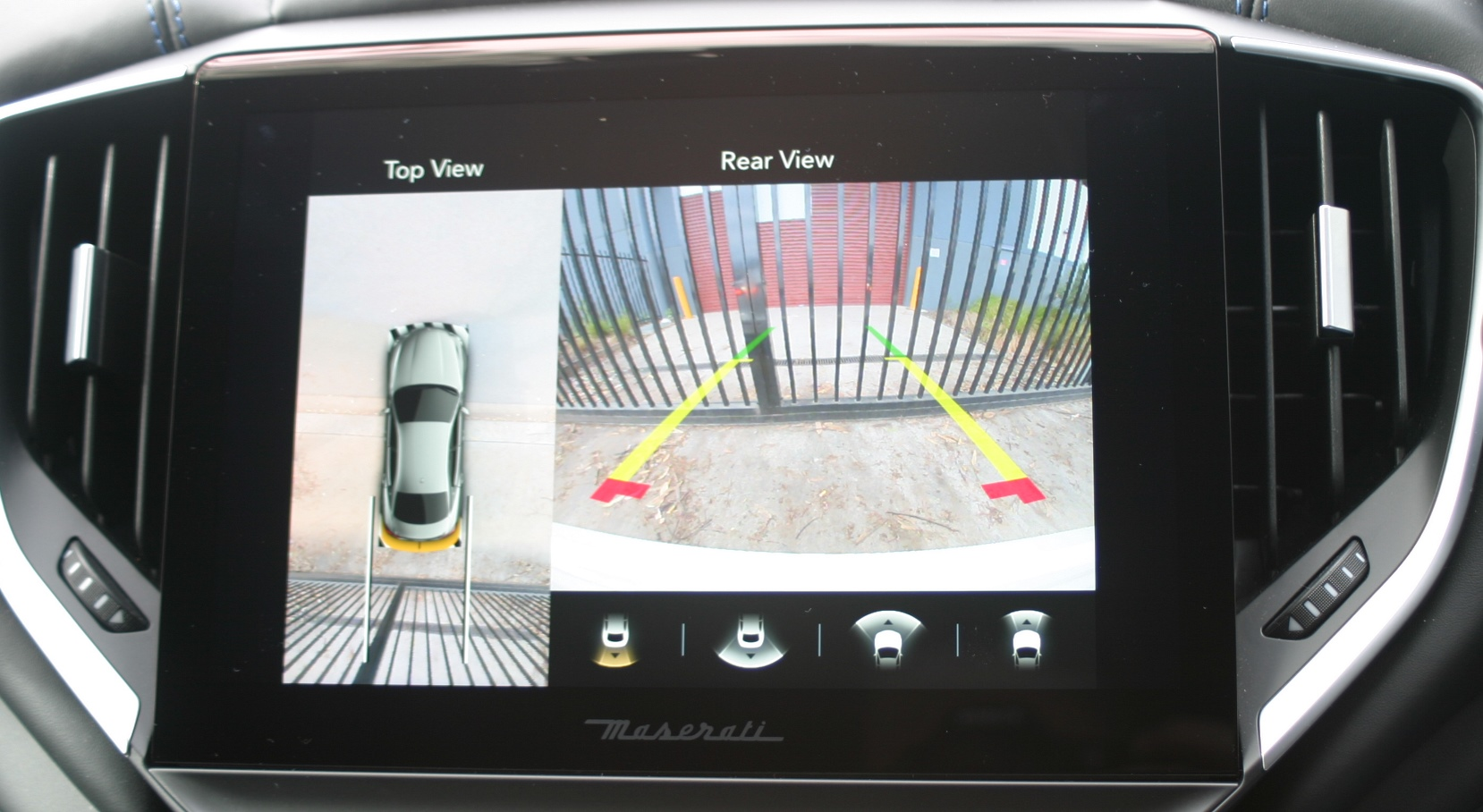 Maserati Ghibli Hybrid rear view camera