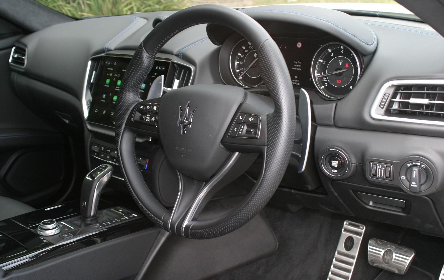 Maserati Ghibli Hybrid steering wheel