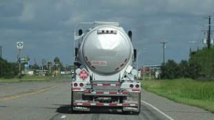 Large tank truck - copyright: driversprep.com