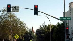 Traffic light with red arrow - Photo: Mona Eshaiker (Creative Commons Attribution-Share Alike 3.0 Unported license).