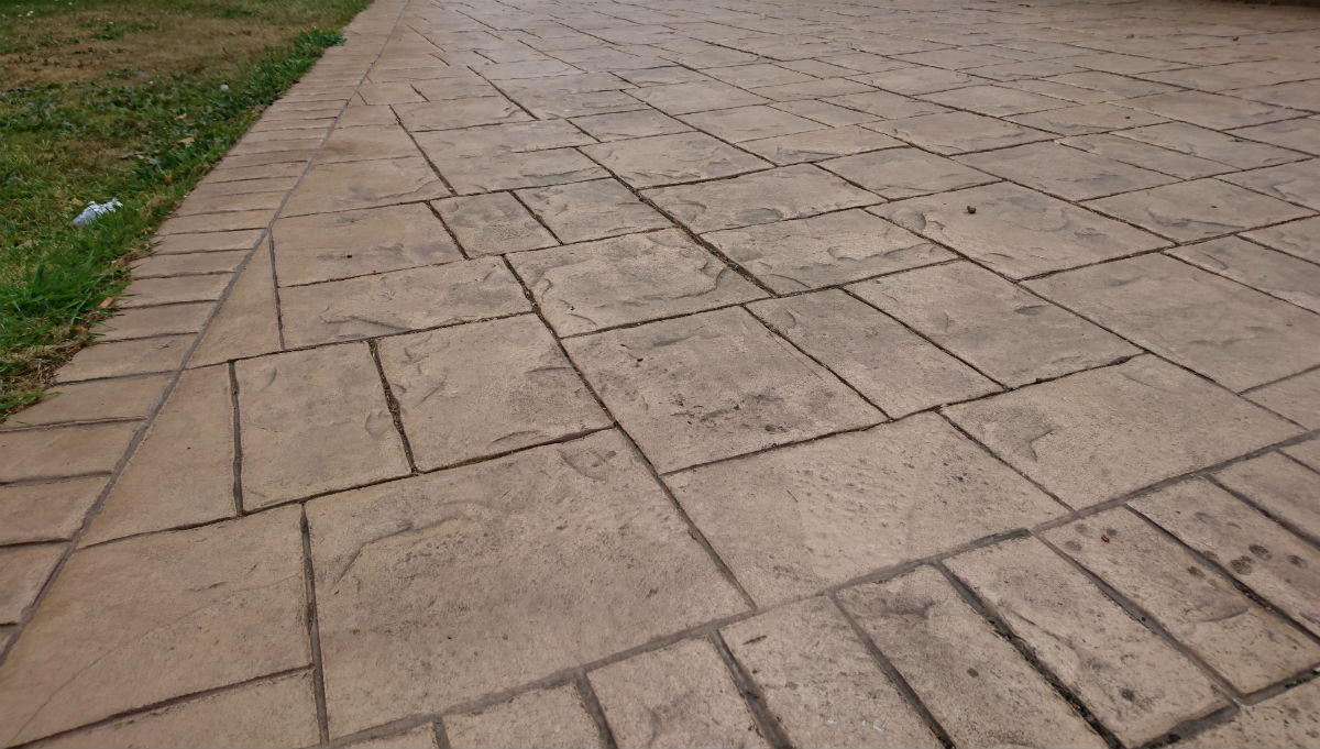 biscuit colour pattern imprinted concrete driveway
