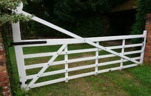 farm driveway gate
