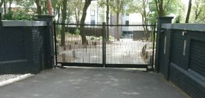 thin-minimalist-metal-gate