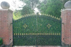 wrought-iron-driveway-gate-decoration