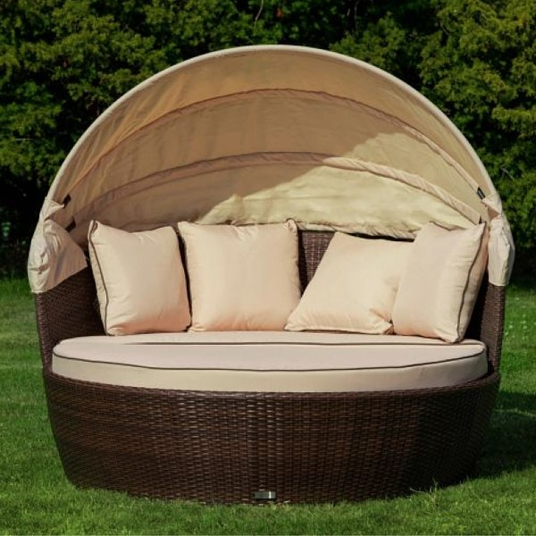 Rattan Garden Day Bed in Chocolate Mix and Coffee Cream