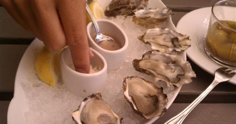 Oysterless in Seattle or We Find Oysters at The Walrus and The Carpenter