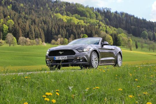 Ford Mustang Convertible 2015 02