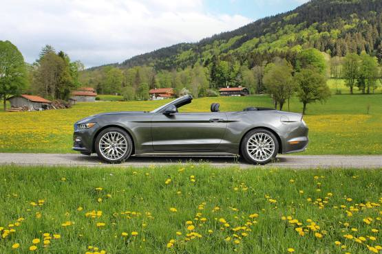 Ford Mustang Convertible 2015 03