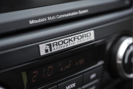Rockford Fosgate Multimedia System - standard on SG4 Mitsubishi Shogun models