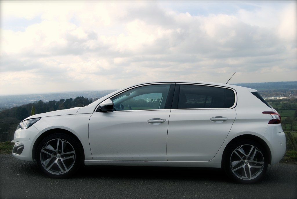 Peugeot 308 THP side view