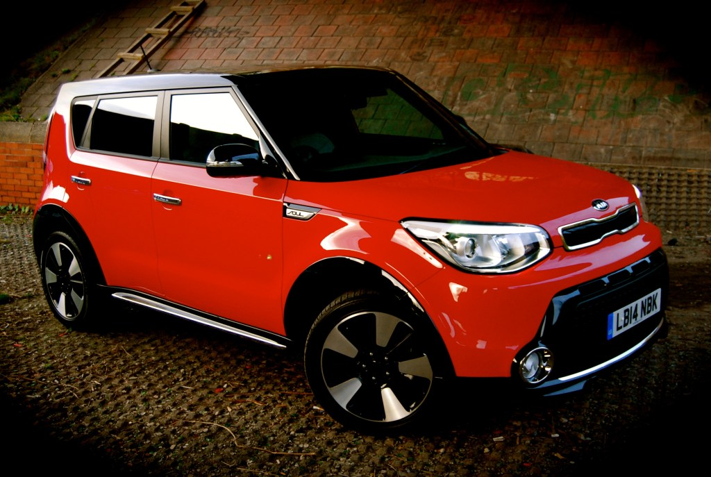 new_kia_soul_mixx_red_black_side