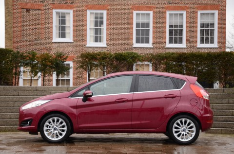 ford_fiesta_powershift_red_side
