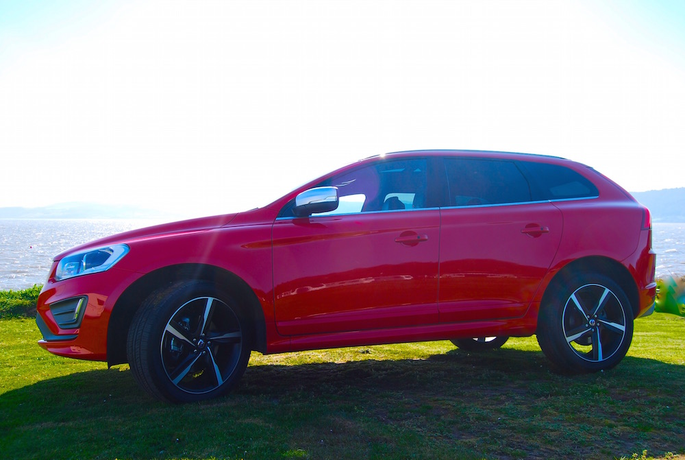 volvo_xc60_r_design_red_side