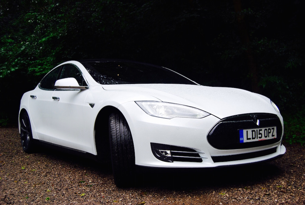 Tesla Model S white front 3/4
