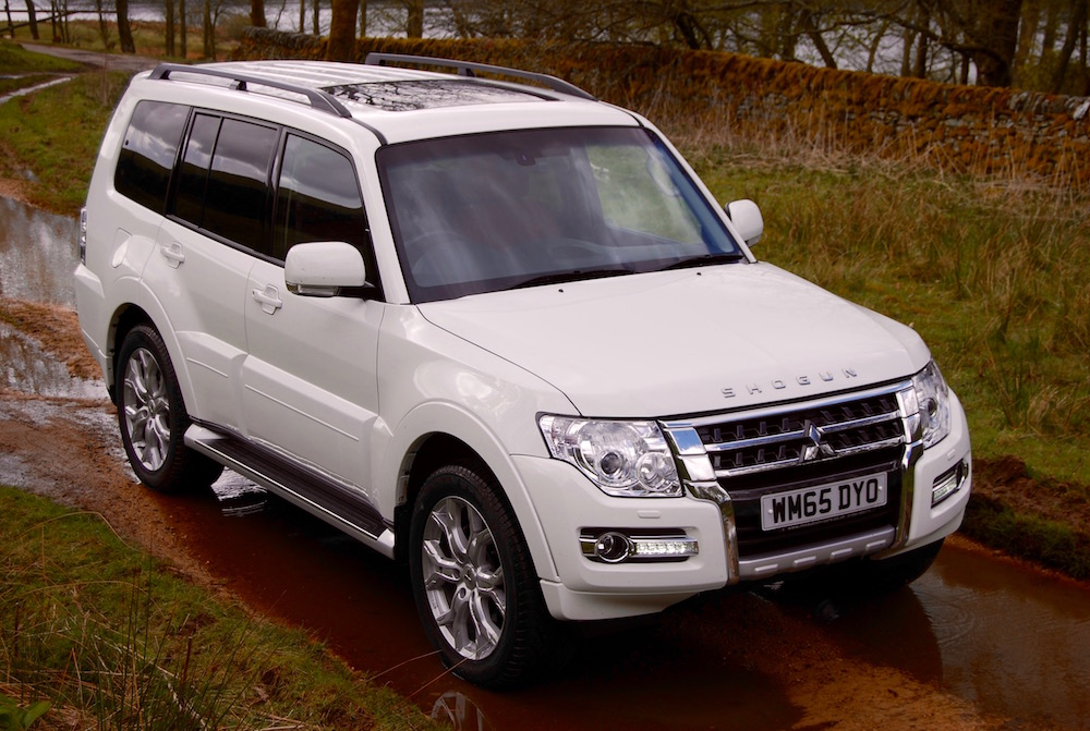 mitsubishi shogun sg5 white front review
