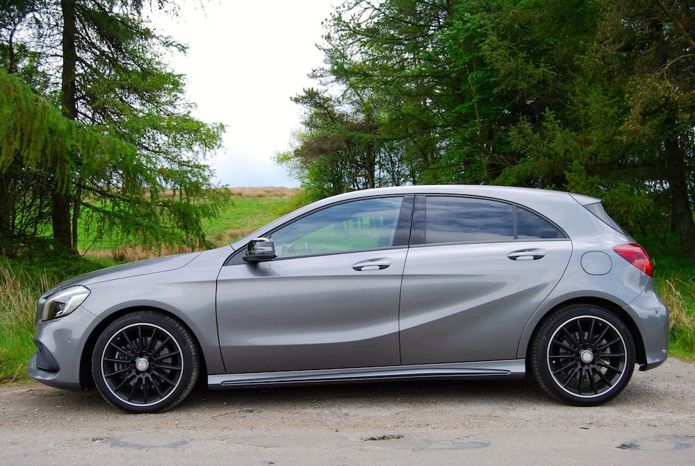 Mercedes A 220 d grey side