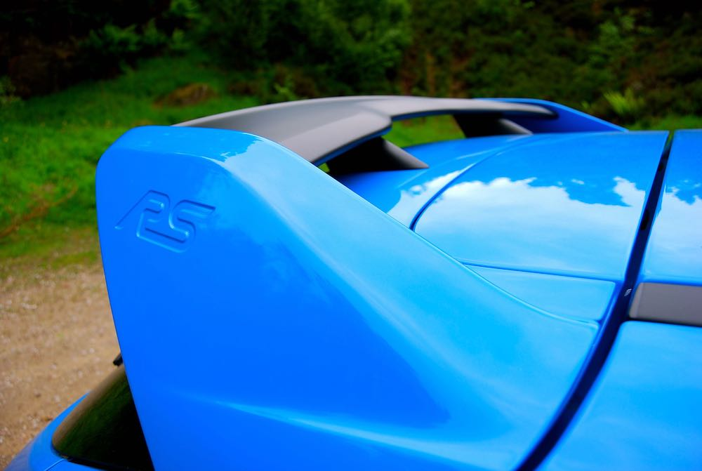 Ford Focus RS Nitrous Blue spoiler