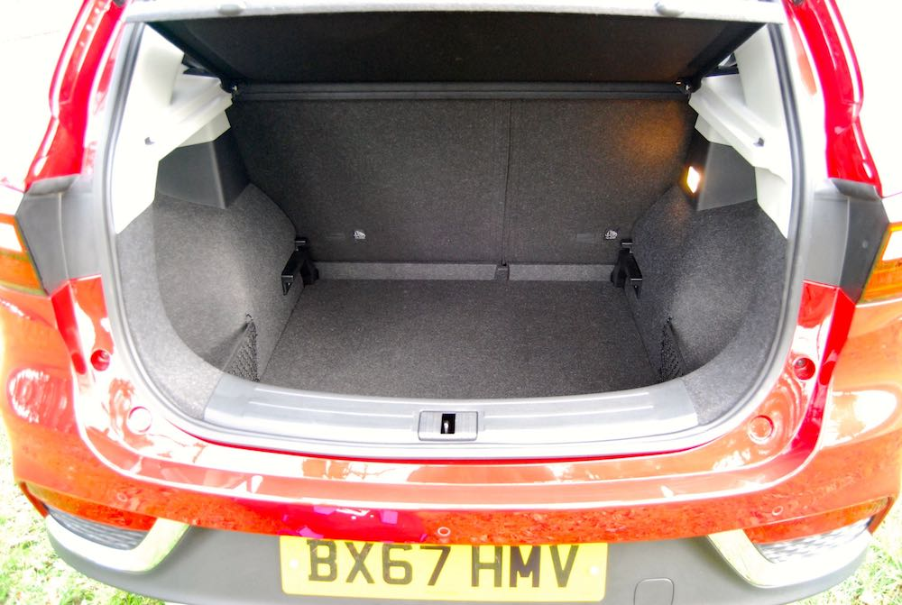 mg zs boot