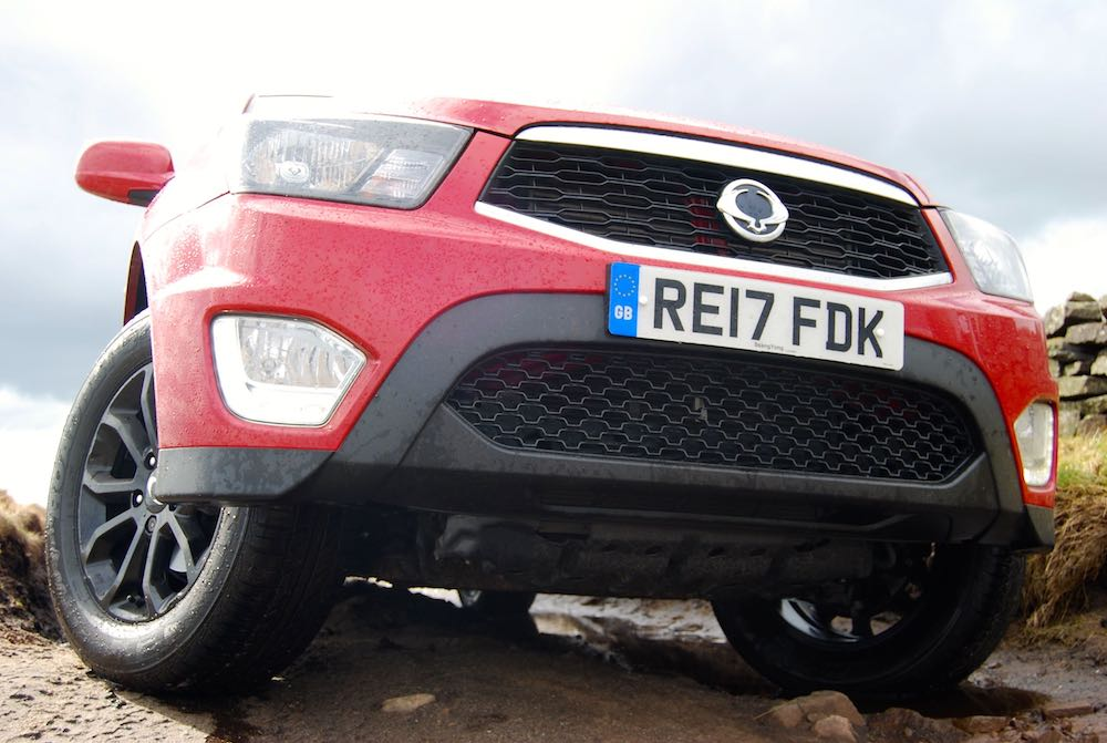 ssangyong musso red front